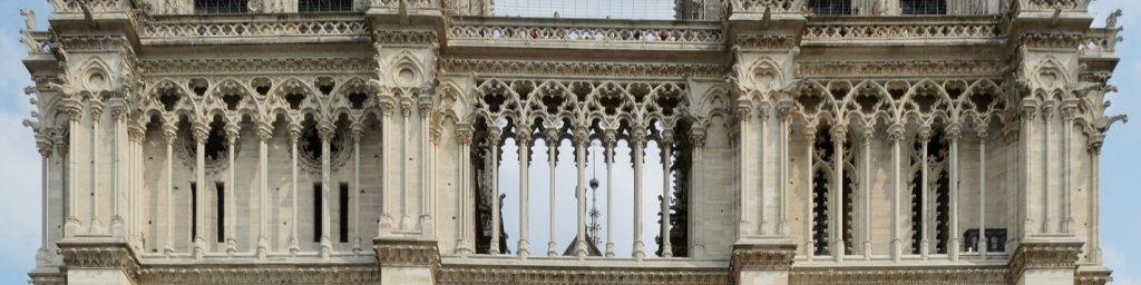 ردیف ستون ها، نمای غربی کلیسای نوتردام پاریس