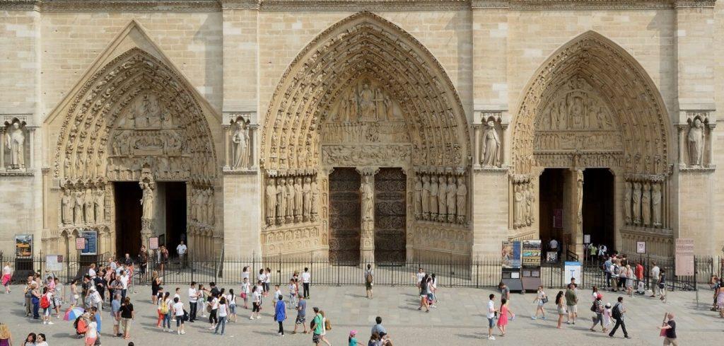 درگاه های سه گانه نمای غربی کلیسای نوتردام پاریس