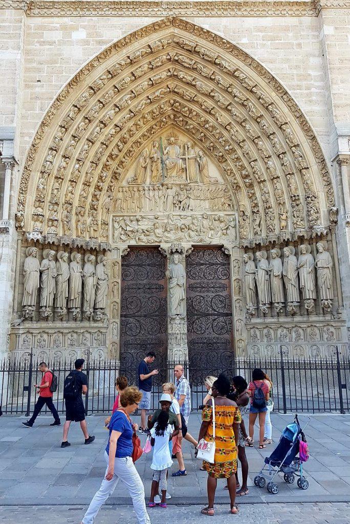 درگاه قضاوت نهایی، نمای غربی کلیسای نوتردام پاریس