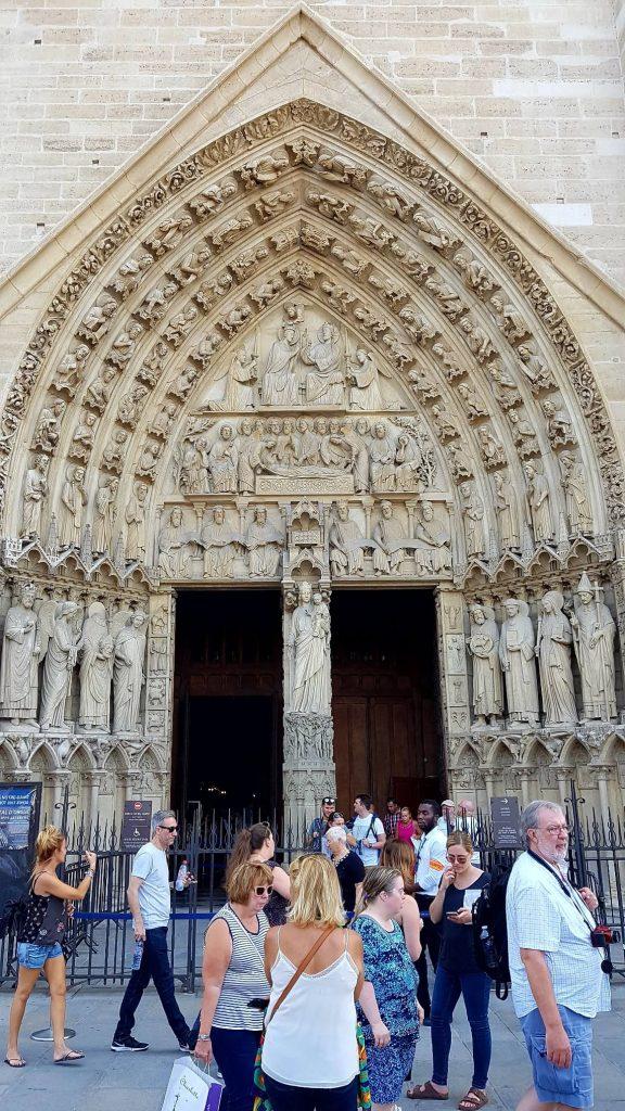 درگاه حضرت مریم، نمای غربی کلیسای نوتردام پاریس