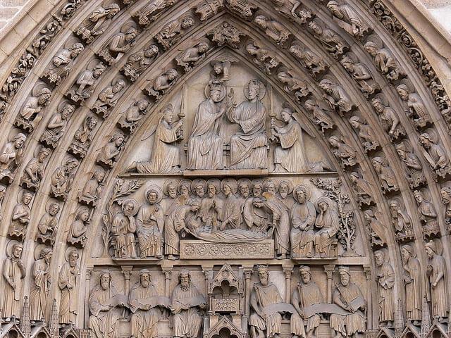 مجسمه تاجگذاری حضرت مریم در بهشت، نمای غربی کلیسای نوتردام پاریس