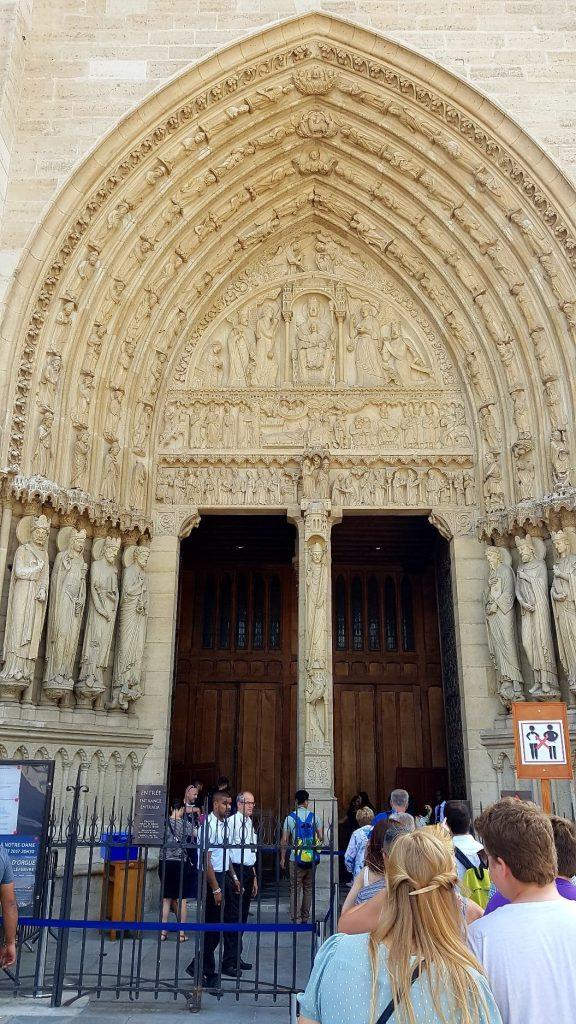 درگاه حنه قدیس، کلیسای نوتردام پاریس