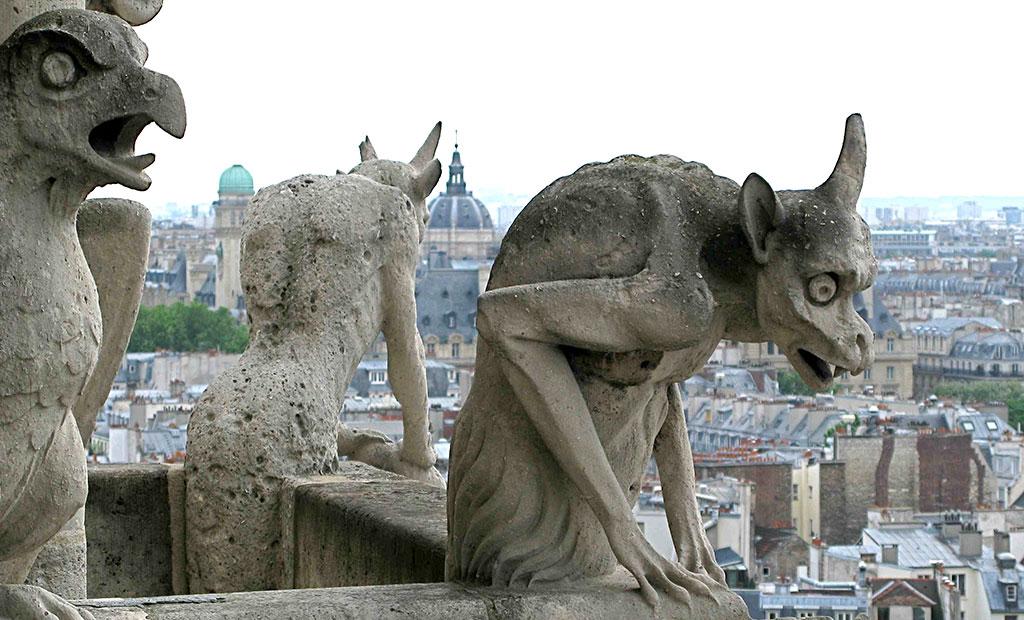 مجسمه های شیمر در نمای کلیسای نوتردام