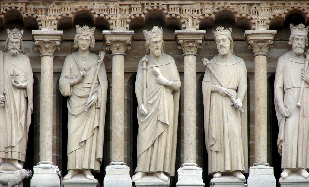 مجسمه پادشاهان بنی اسرائیل در نمای خارجی کلیسای نوتردام