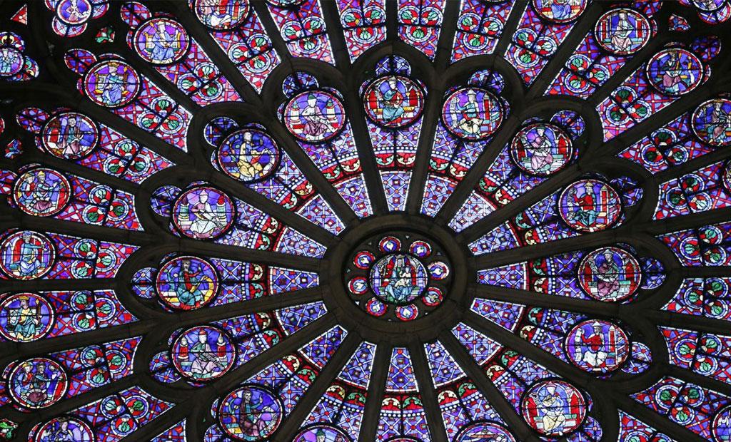 شیشه های منقوش پنجره گلسرخی کلیسای نوتردام