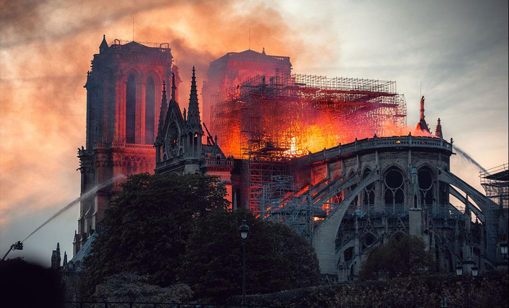 آتش سوزی کلیسای جامع نوتردام پاریس 2019