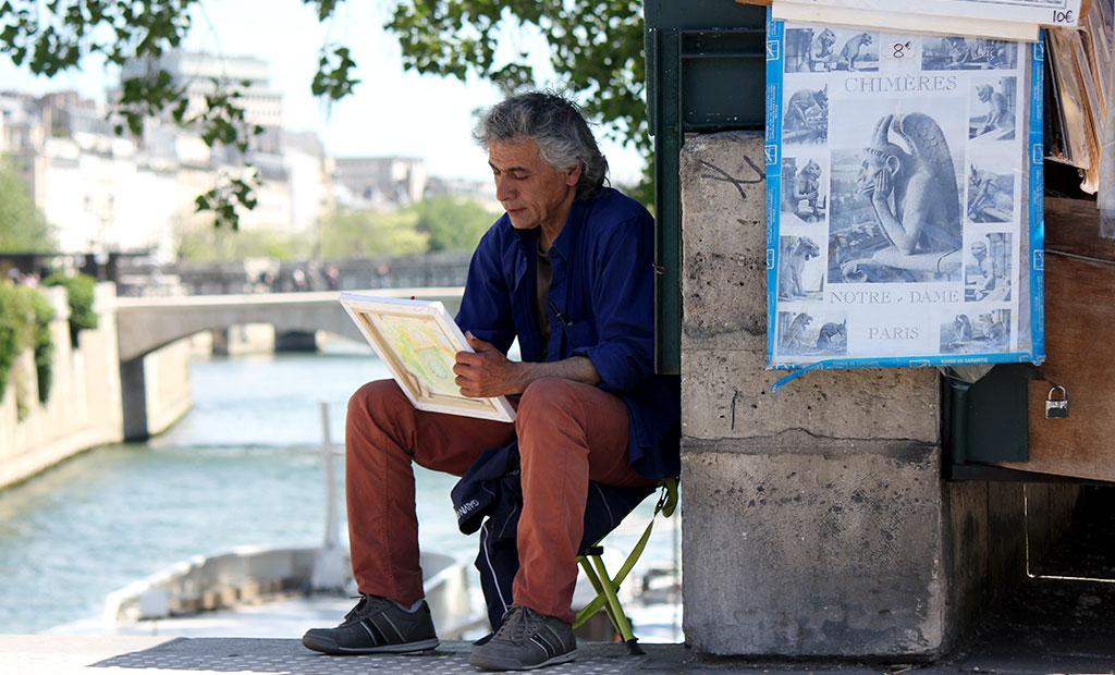نقاشان خیابانی در کنار کلیسای نوتردام