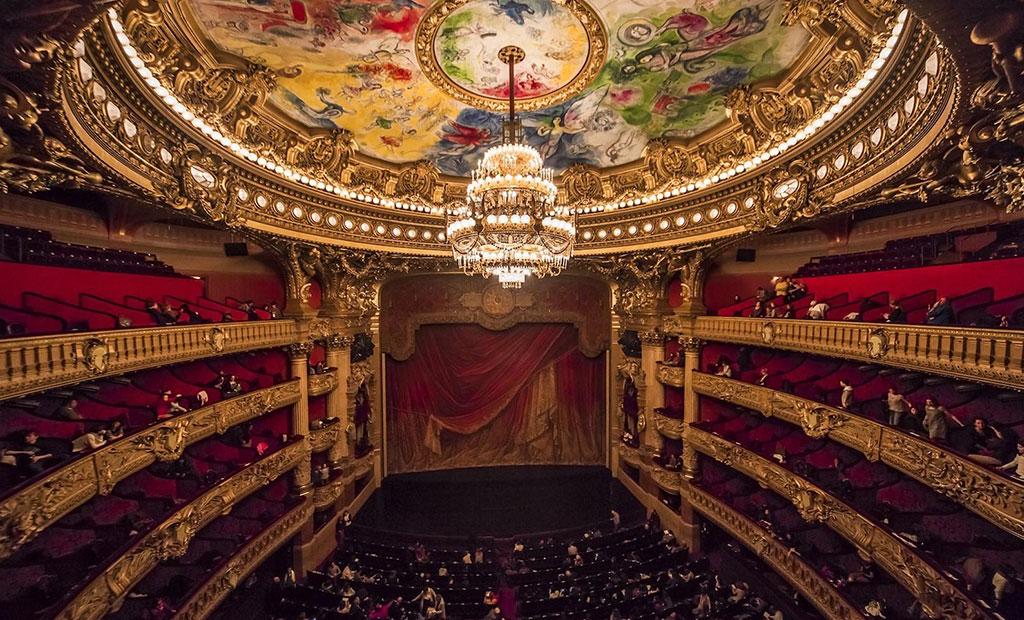 سالن نمایش اپرا گارنیه با ظرفیت 1979 نفر