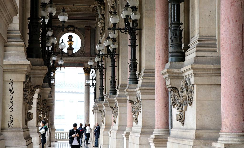 تراس بیرونی مشرف بر میدان اپرا