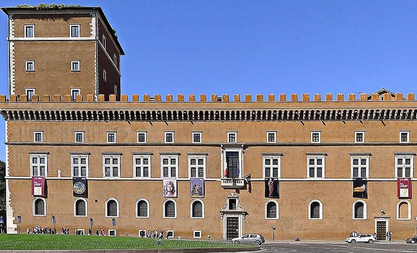 قصر ونیز نمونه ای از ساختمان های دوران رنسانس شهر رم