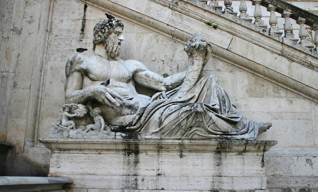 مجسمه قرن اول میلادی سمبل رود تیبر در جلوی کاخ سناتوری
