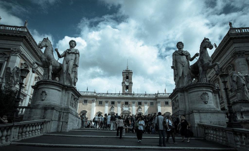 میدان کاپیتولین و کاخ سناتوری