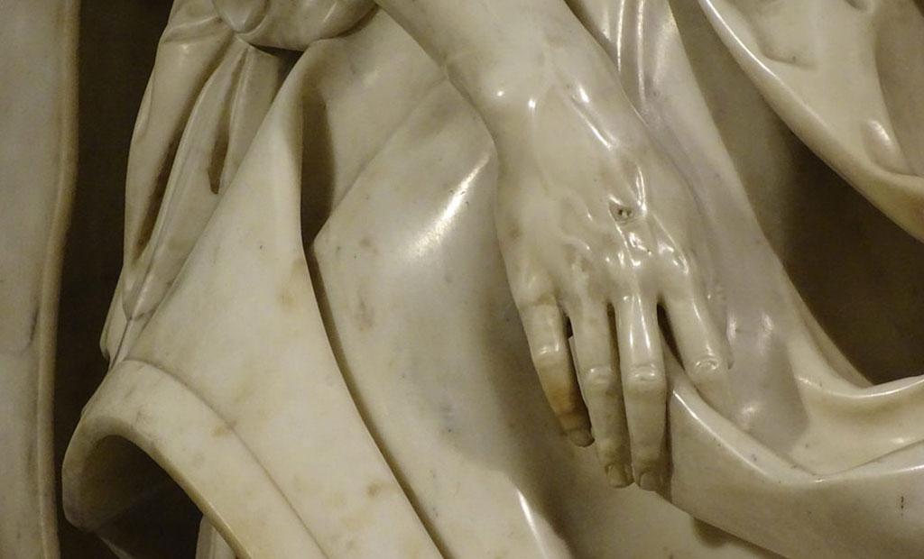 ظرافت فوق العاده در تراشیدن دست مجسمه اثر میکل آنژ
