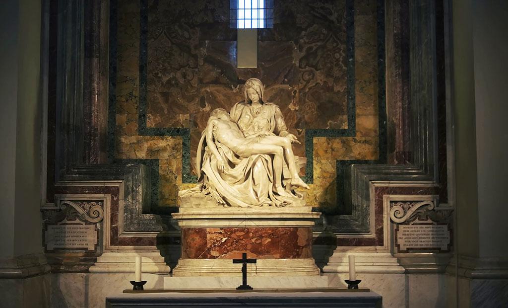 مجسمه سوگ مریم اثر میکل آنژ در کلیسای سن پیتر رم