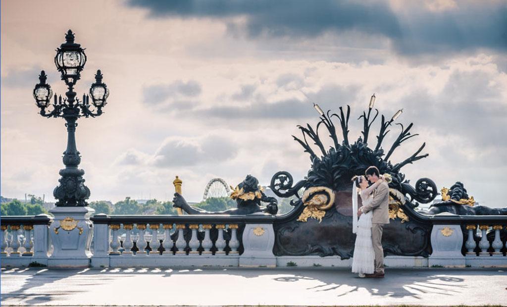 پل الکساندر سوم پاریس مکان محبوب گردشگران برای عکاسی