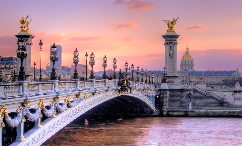 نمایی زیبا از پل الکساندر سوم پاریس