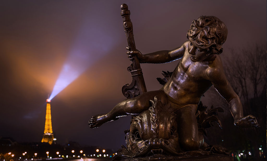 نمای برج ایفل از روی پل الکساندر سوم پاریس