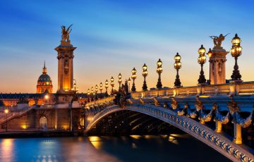 نمایی زیبا از پل الکساندر سوم پاریس در شب