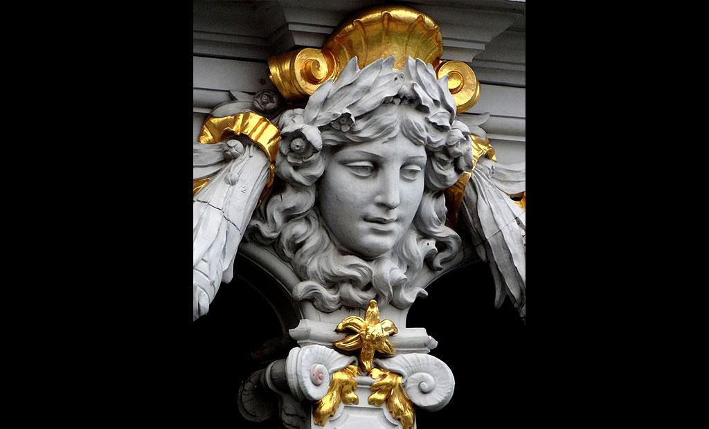 تزئینات پل الکساندر سوم پاریس