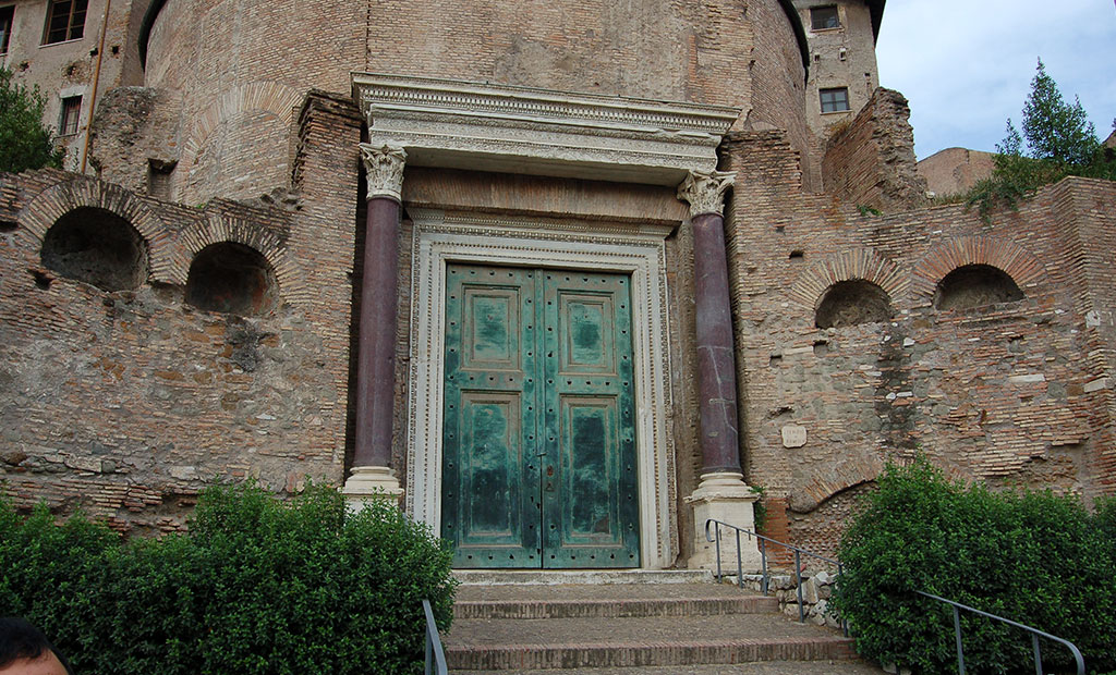 درب برنزی اصلی معبد رومولوس