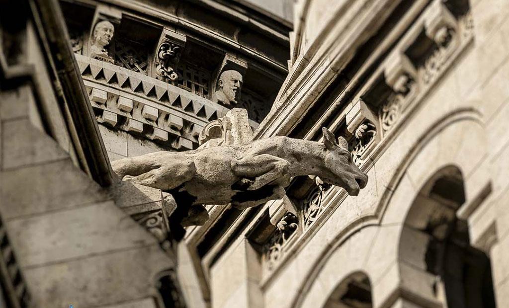 مجسمه گارگویل های فرانسوی در کلیسای سکره کور