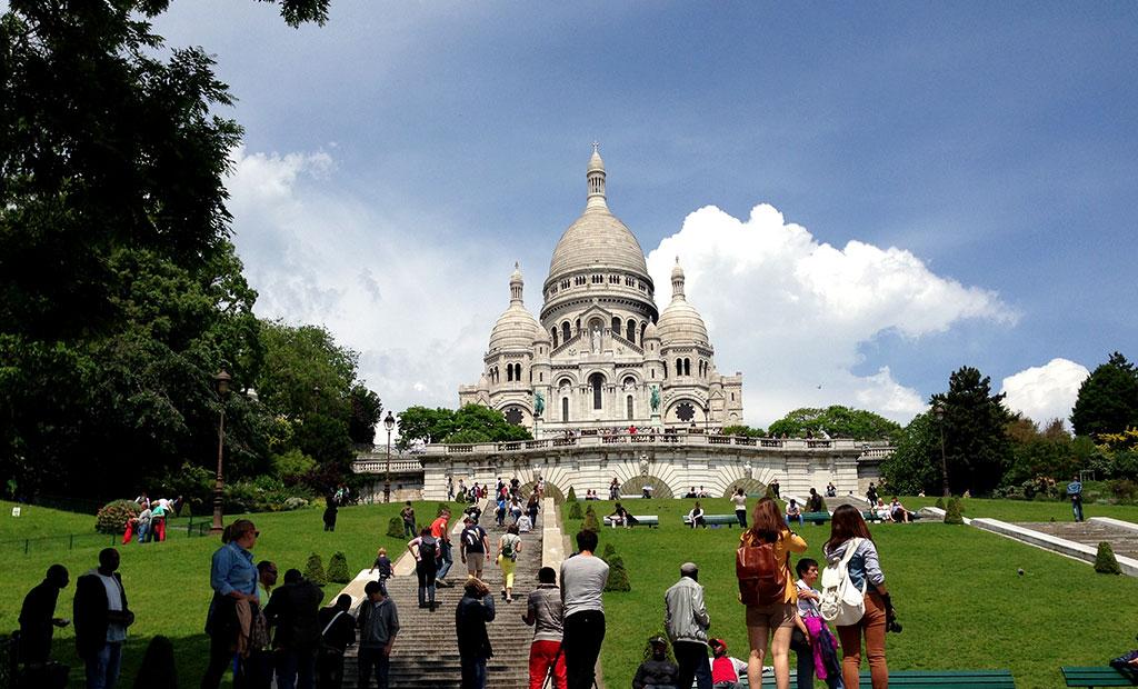کلیسای قلب مقدس بر بالای تپه مون مارتر پاریس