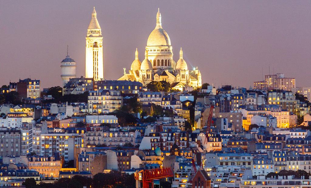 کلیسای قلب مقدس بر بالای تپه مون مارتر شهر پاریس