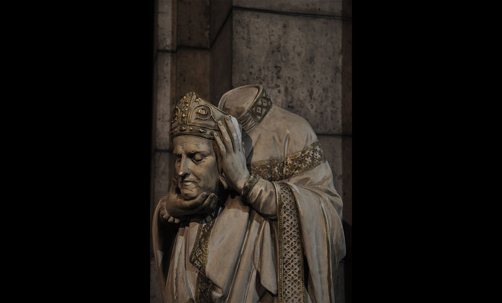 مجسمه سن دنی در سردابه کلیسای سکره کور