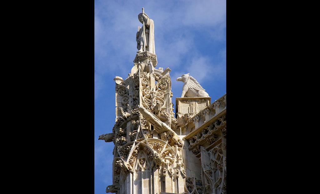 مجسمه های نصب شده در بالای برج سن ژاک