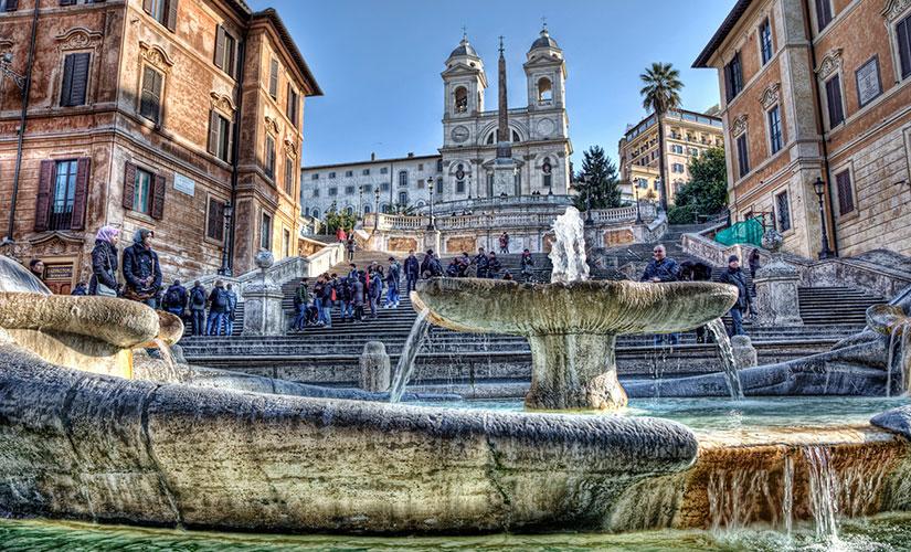 نمایی زیبا از پله های اسپانیایی در شهر رم