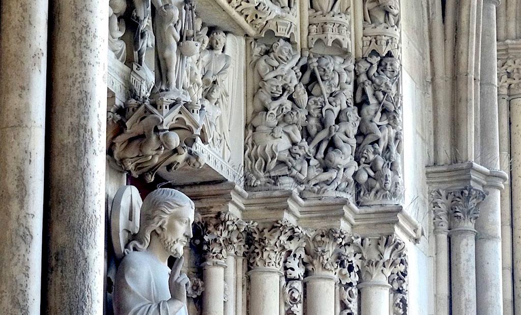 درب نمازخانه طبقه بالا کلیسای سن شاپل