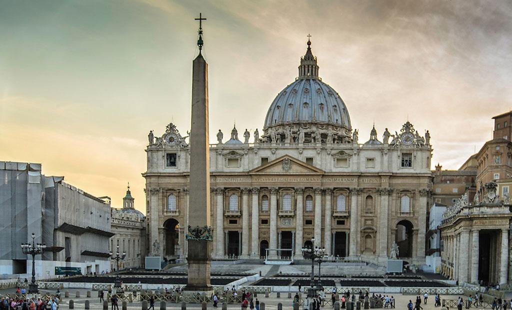 نمایی زیبا از کلیسای با شکوه سن پیتر شهر رم