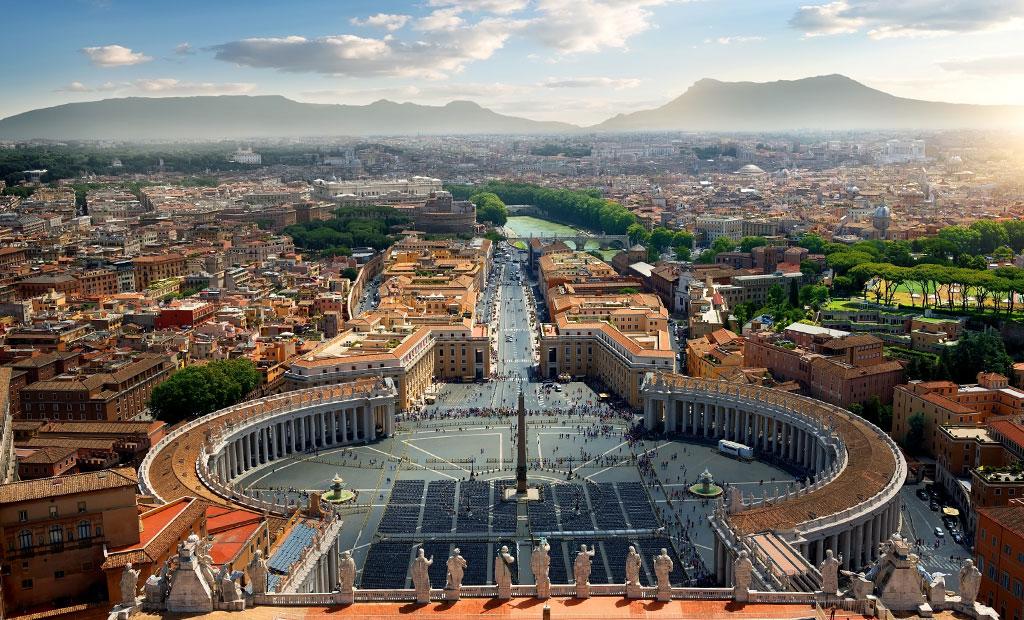 ویوی زیبای شهر رم از بالای گنبد کلیسای سن پیتر