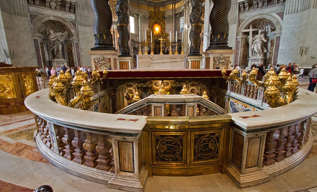 سردابه مطهر پطروس حواری در کلیسای سن پیتر رم