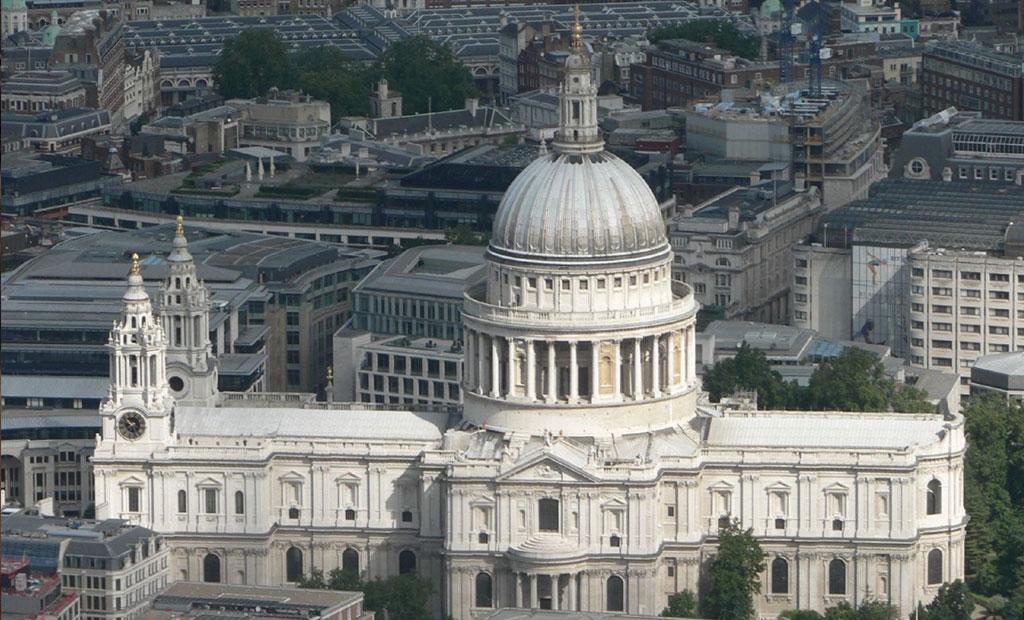 کلیسای سن پائول لندن که گنبدش با الهام از گنبد میکل آنژ ساخته شده است