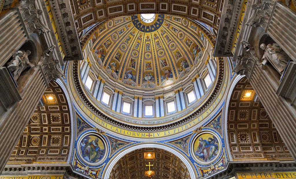 نمای داخلی گنبد کلیسای سن پیتر
