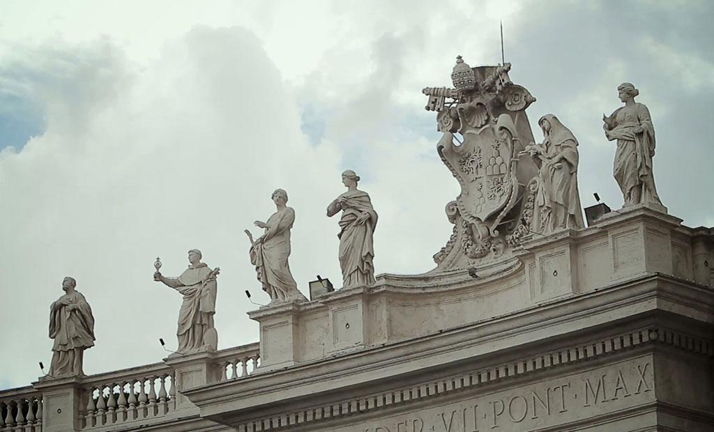 مجسمه های میدان سن پیتر در واتیکان