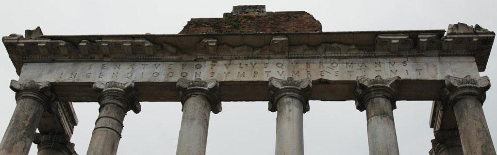 کتیبه باقیمانده از معبد ساتورن