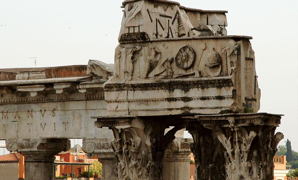 سرستون های باقیمانده از معبد وسپاسین