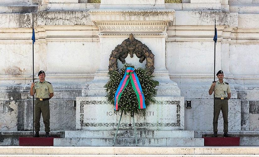 مقبره شهید گمنام در زیر مجسمه روما الهه محافظ شهر رم