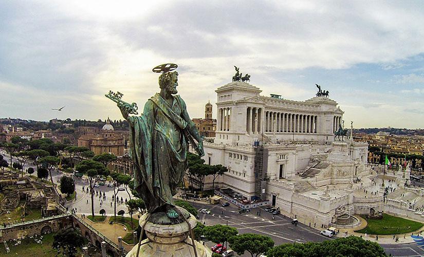 نمای زیبایی از بنای یادبود ملی ویکتور امانوئل دوم در میدان ونیز
