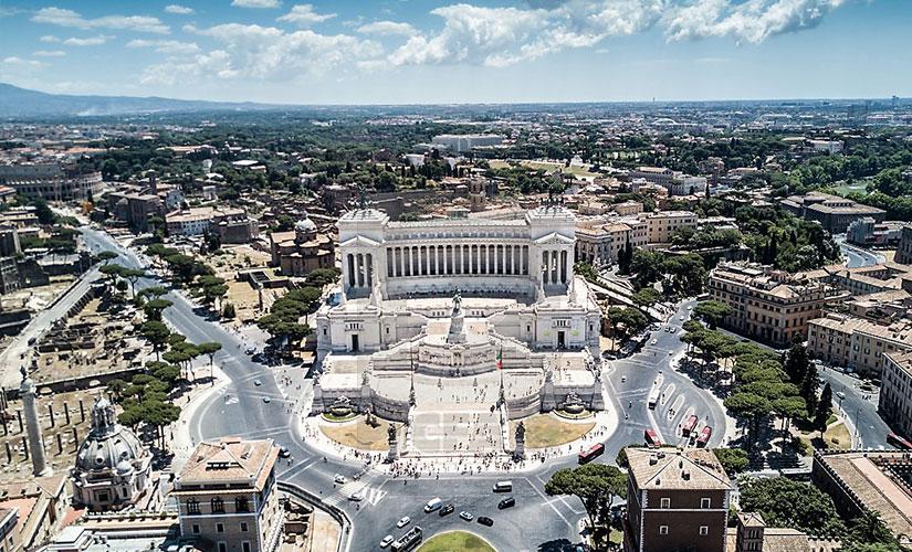 نمای زیبایی از میدان ونیز شهر رم