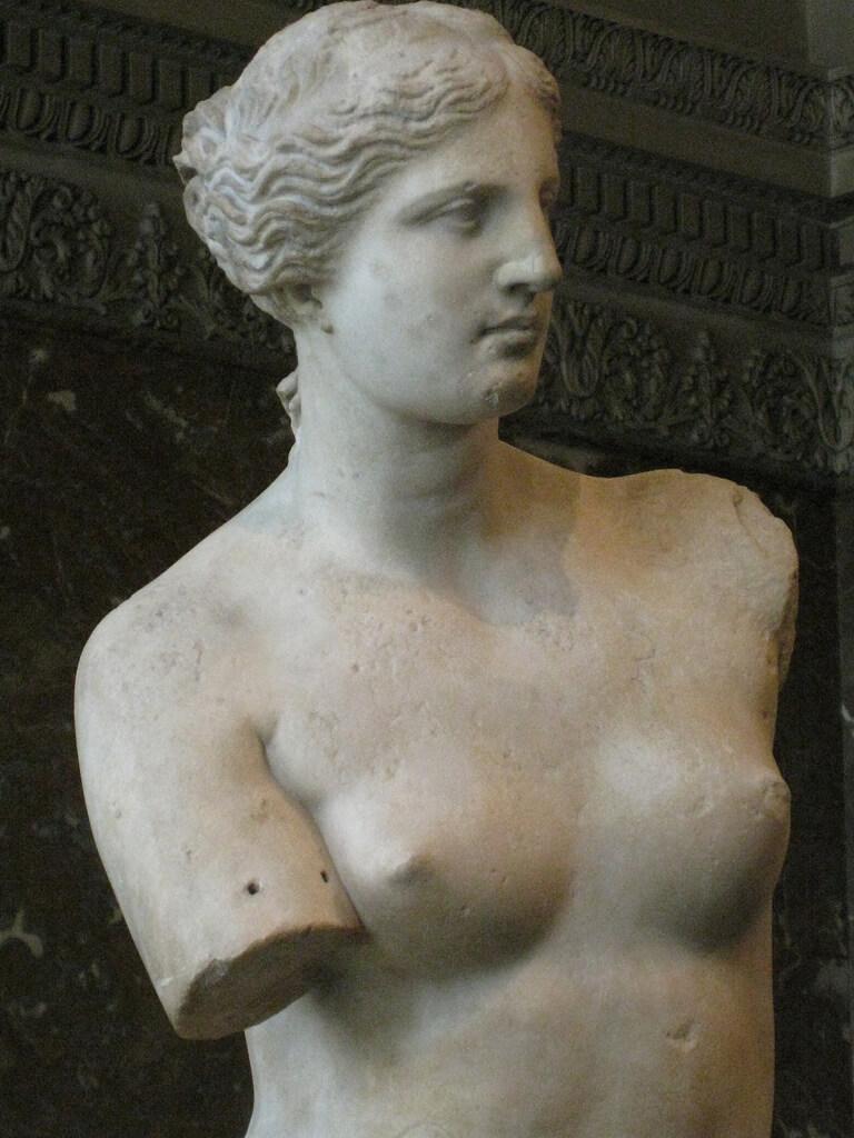 مجسمه ونوس، الهه زیبایی و عشق در موزه لوور پاریس