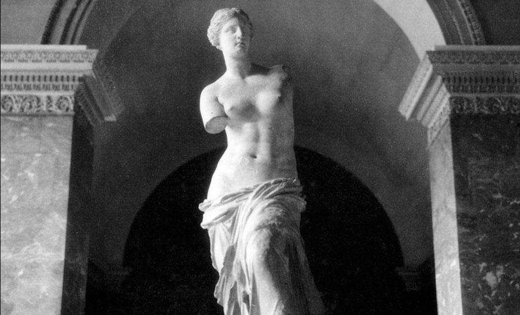 مجسمه ونوس در موزه لوور پاریس